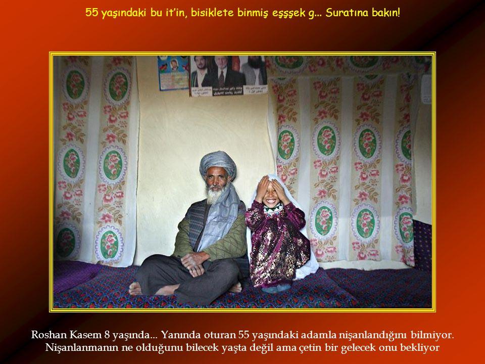 Roshan Kasem 8 yaşında...Yanında oturan 55 yaşındaki adamla nişanlandığını bilmiyor.