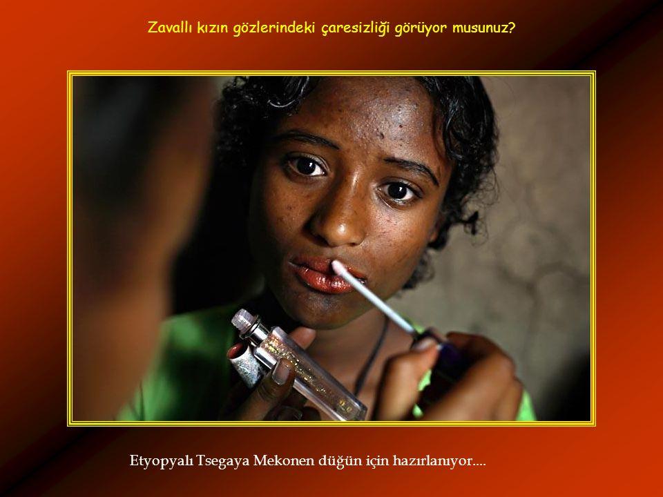 Etyopyalı Tsegaya Mekonen düğün için hazırlanıyor.... Zavallı kızın gözlerindeki çaresizliği görüyor musunuz?