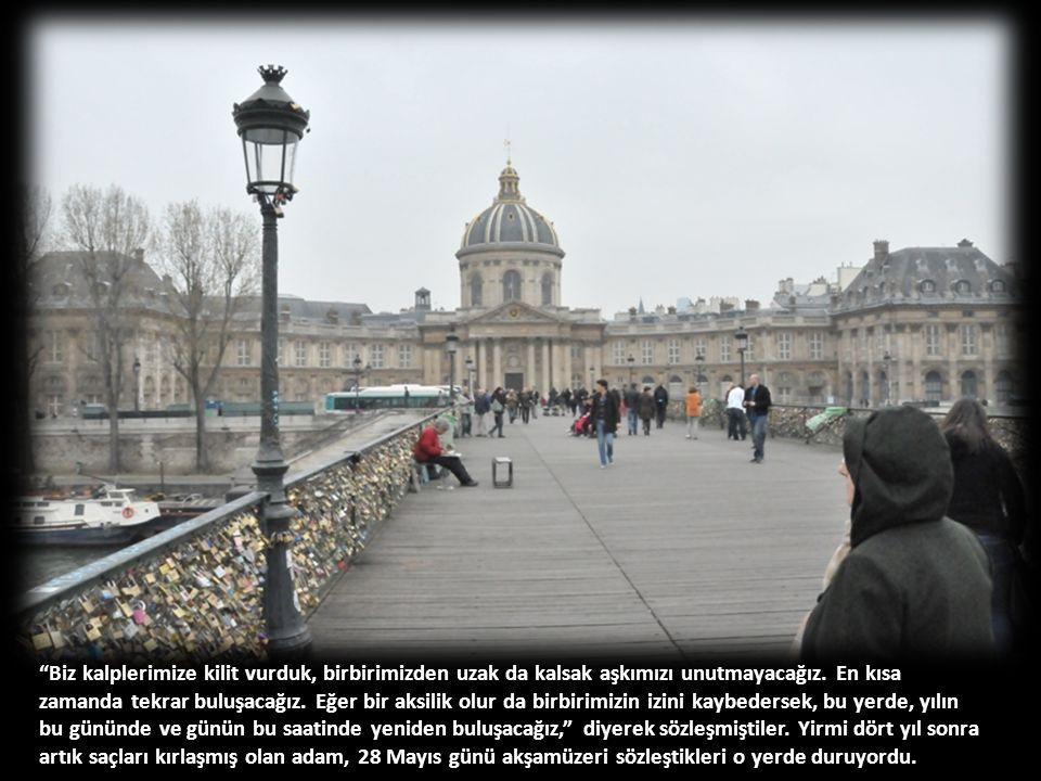 Isabel'le 24 yıl önce 28 Mayıs akşamüzeri ayrılırlarken son kez Pont Des Arts Köprüsü'ne gitmişlerdi.
