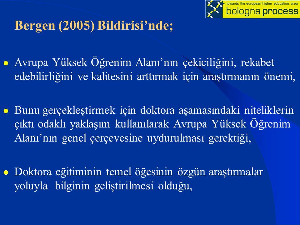 Bergen (2005) Bildirisi'nde; Avrupa Yüksek Öğrenim Alanı'nın çekiciliğini, rekabet edebilirliğini ve kalitesini arttırmak için araştırmanın önemi, Bunu gerçekleştirmek için doktora aşamasındaki niteliklerin çıktı odaklı yaklaşım kullanılarak Avrupa Yüksek Öğrenim Alanı'nın genel çerçevesine uydurulması gerektiği, Doktora eğitiminin temel öğesinin özgün araştırmalar yoluyla bilginin geliştirilmesi olduğu,
