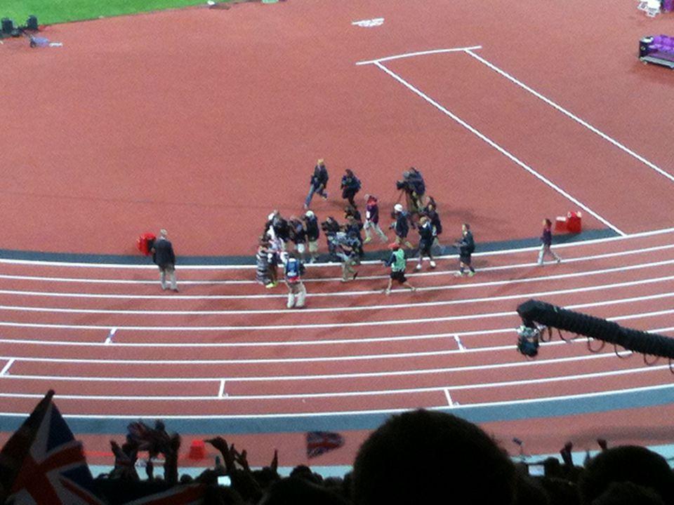 Yarışma alanı, normal olarak fiziksel sınırları olan, yarışan sporcular ile ilgili Kural ve Düzenlemelere göre yetkili personelin sınırlı girişe sahip olduğu alandır.
