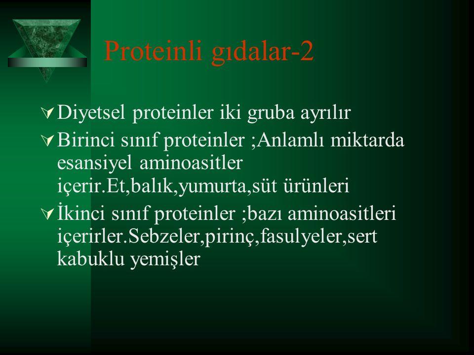Proteinli gıdalar-1  Kemiklerin özellikle matriks dokusunda olmak üzere yaklaşık %35'ni meydana getirir ve kemiğin mikro mimarisinde Ca ile birlikte çatı görevi oluşturur.