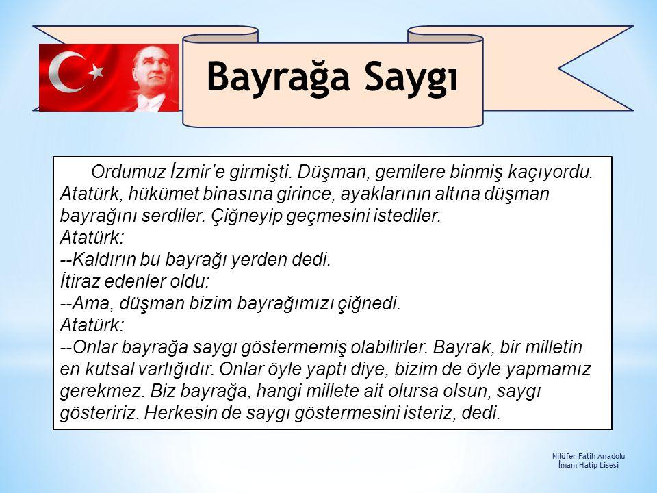 Ordumuz İzmir'e girmişti. Düşman, gemilere binmiş kaçıyordu. Atatürk, hükümet binasına girince, ayaklarının altına düşman bayrağını serdiler. Çiğneyip