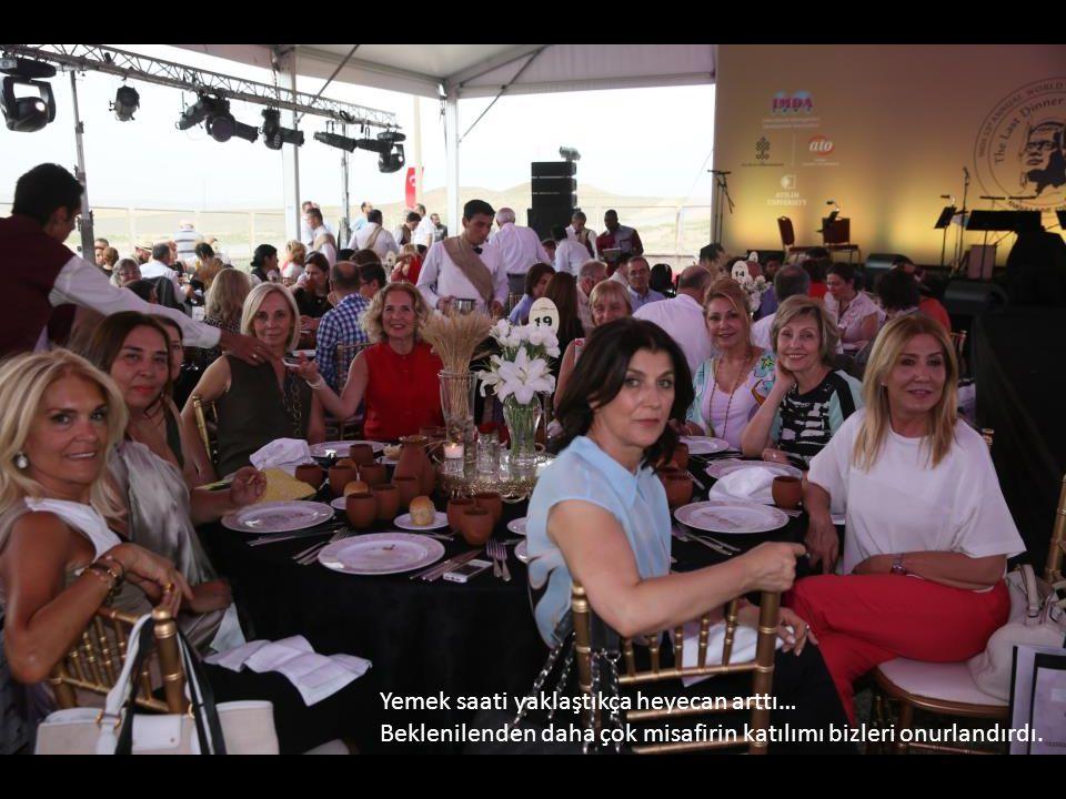 Sheraton Ankara Aşcıbaşı, mutfak takımı, Convention Müdürü ve servis ekibi özenle hazırlanan yiyecek ve ev yapımı içecekleri sundular.