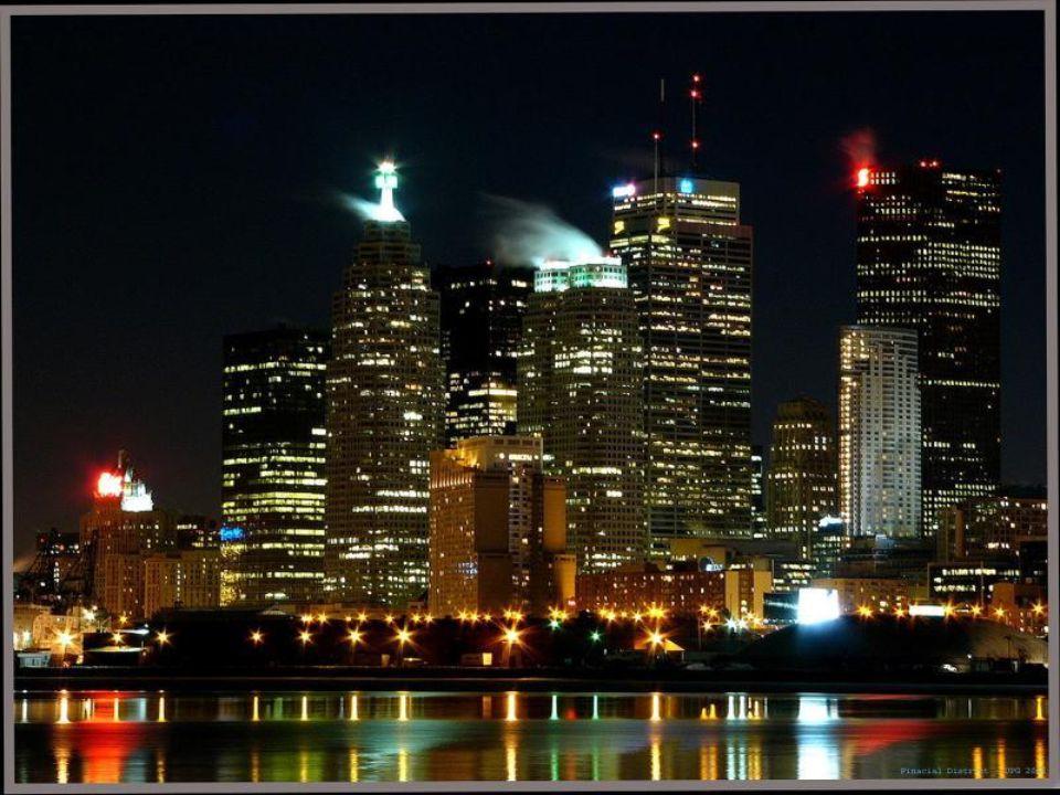 Toronto CN TOWER adı verilen dünyanın en uzun kulesine de sahiptir.