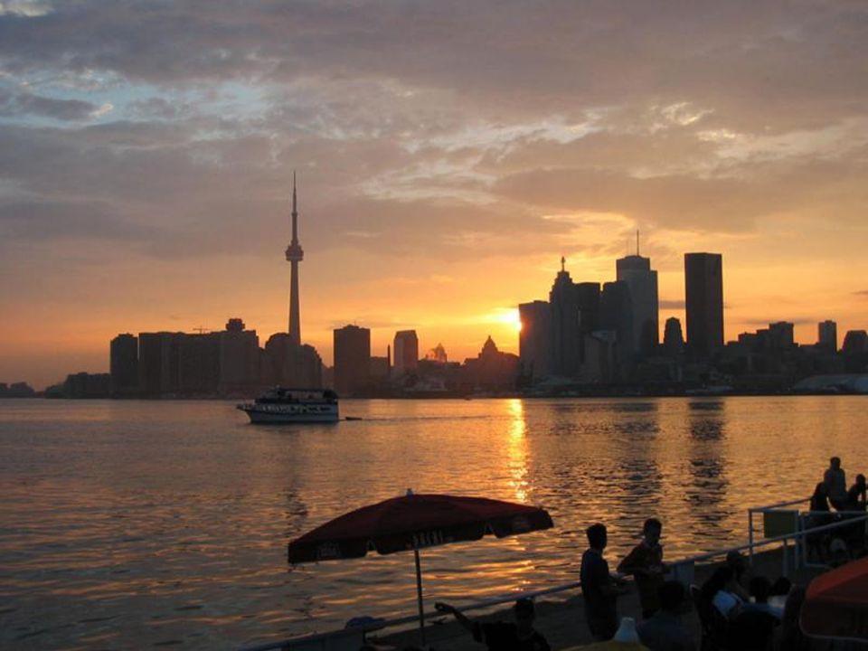 HAYRAN KALINACAK BİR KANADA ŞEHRİ... Toronto, Ontario Gölünün kıyısında, devasa gökdelenleri ile Kanada ticaretinin kalbi görünümüne sahip, %51' ini g
