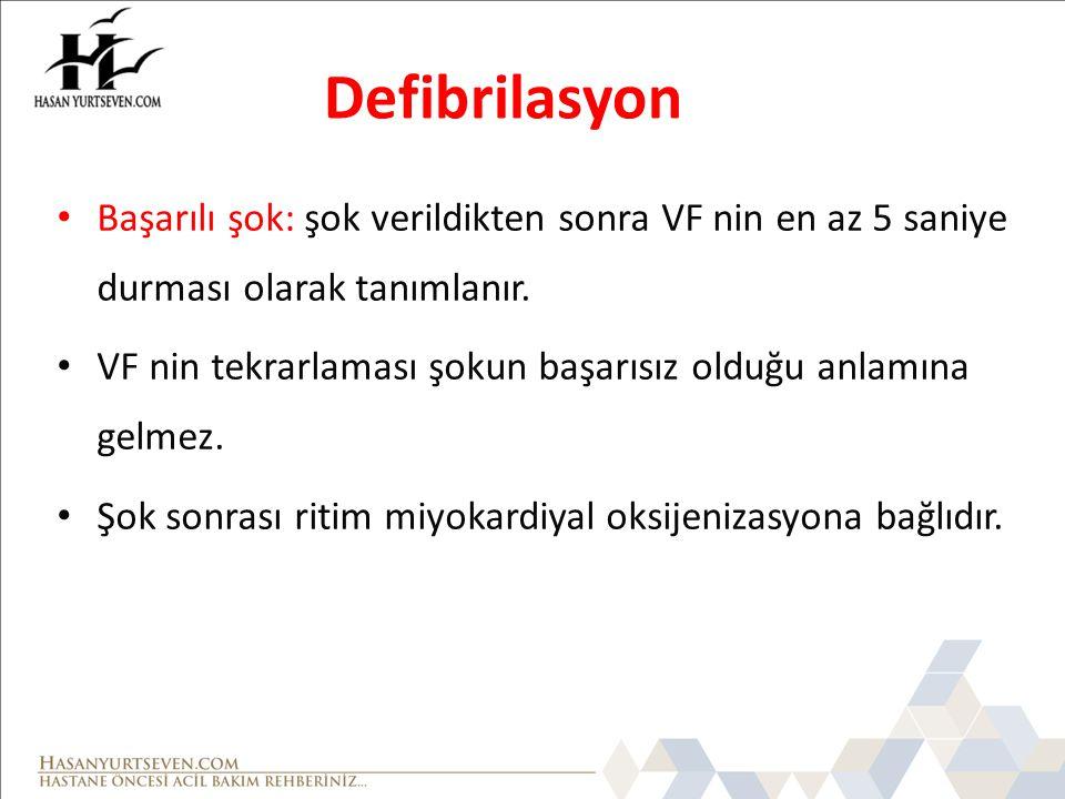 Defibrilasyon Başarılı şok: şok verildikten sonra VF nin en az 5 saniye durması olarak tanımlanır. VF nin tekrarlaması şokun başarısız olduğu anlamına