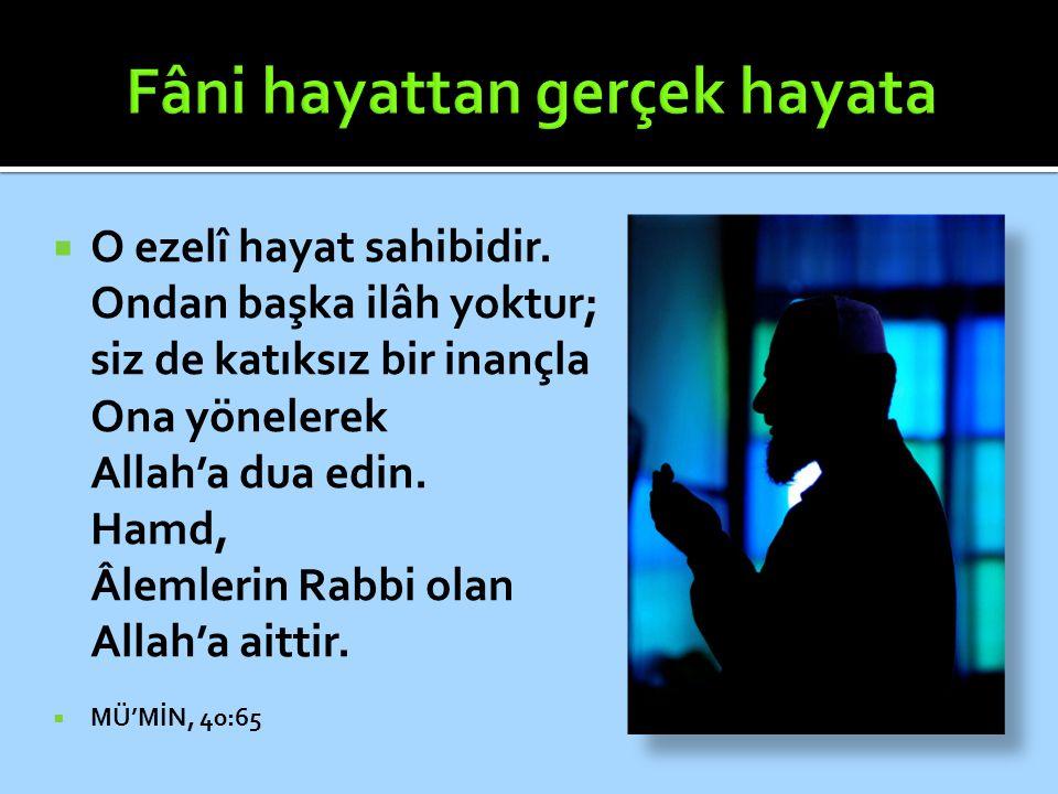  O ezelî hayat sahibidir. Ondan başka ilâh yoktur; siz de katıksız bir inançla Ona yönelerek Allah'a dua edin. Hamd, Âlemlerin Rabbi olan Allah'a ait