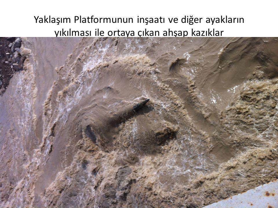 Yaklaşım Platformunun inşaatı ve diğer ayakların yıkılması ile ortaya çıkan ahşap kazıklar