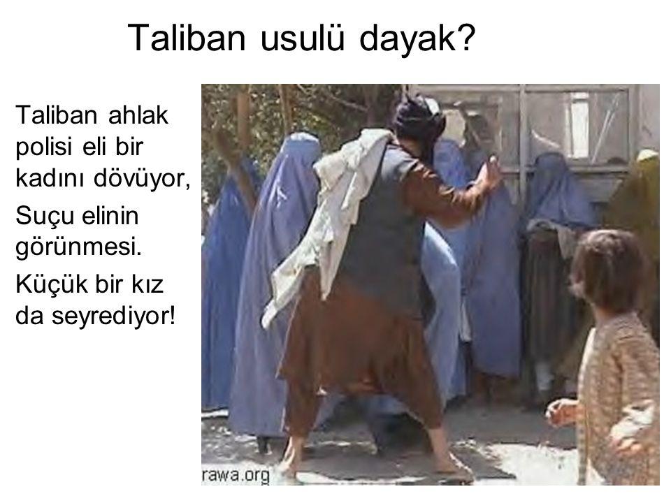 Taliban usulü dayak? Taliban ahlak polisi eli bir kadını dövüyor, Suçu elinin görünmesi. Küçük bir kız da seyrediyor!