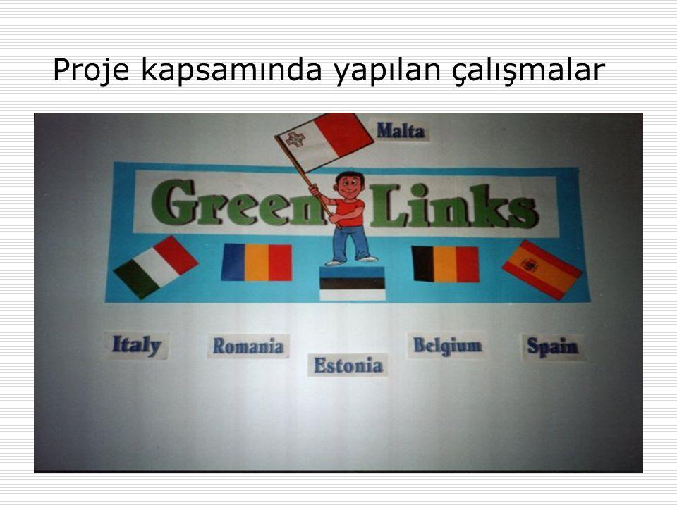 Öğrenciler birbirlerine Göster/Anlat sergisinde ülkelerini tanıtıyorlar