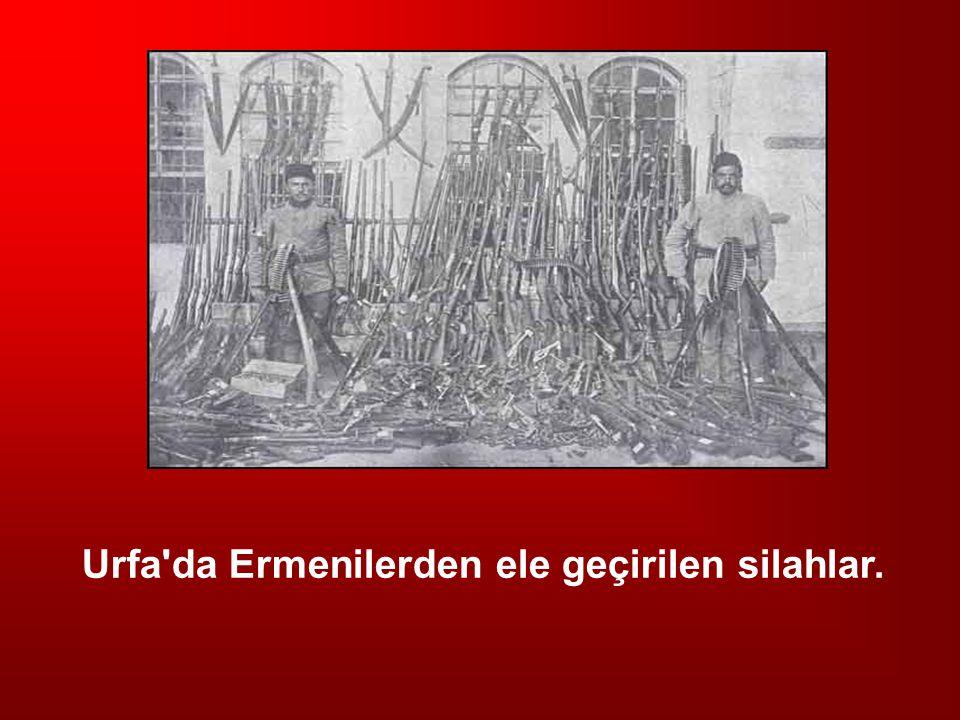 Urfa'da Ermenilerden ele geçirilen silahlar.