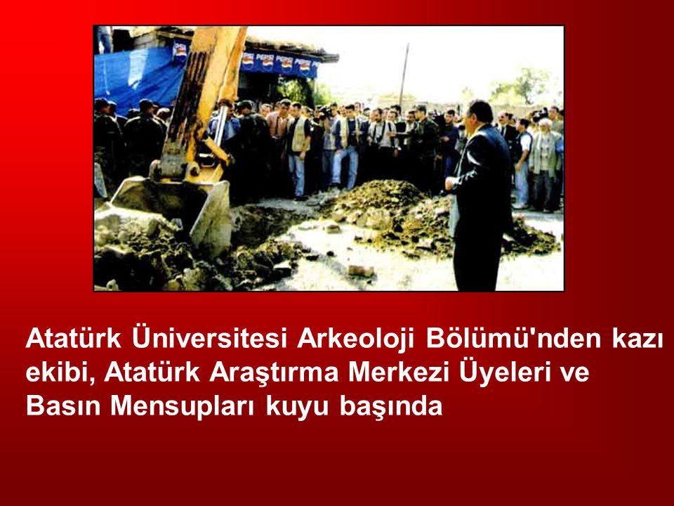 Atatürk Üniversitesi Arkeoloji Bölümü'nden kazı ekibi, Atatürk Araştırma Merkezi Üyeleri ve Basın Mensupları kuyu başında