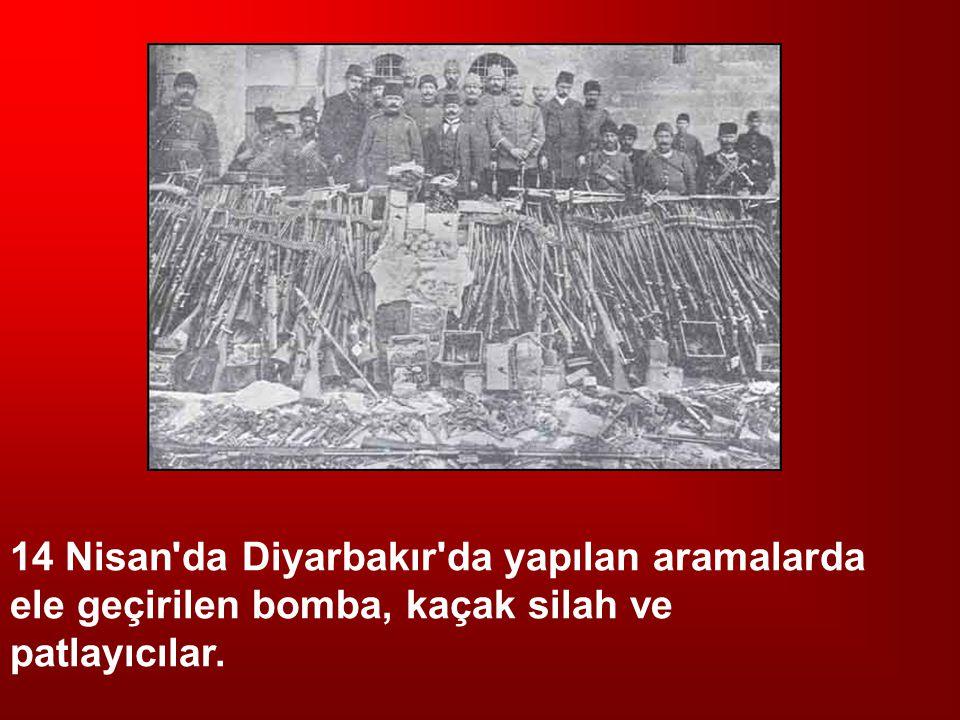 14 Nisan'da Diyarbakır'da yapılan aramalarda ele geçirilen bomba, kaçak silah ve patlayıcılar.