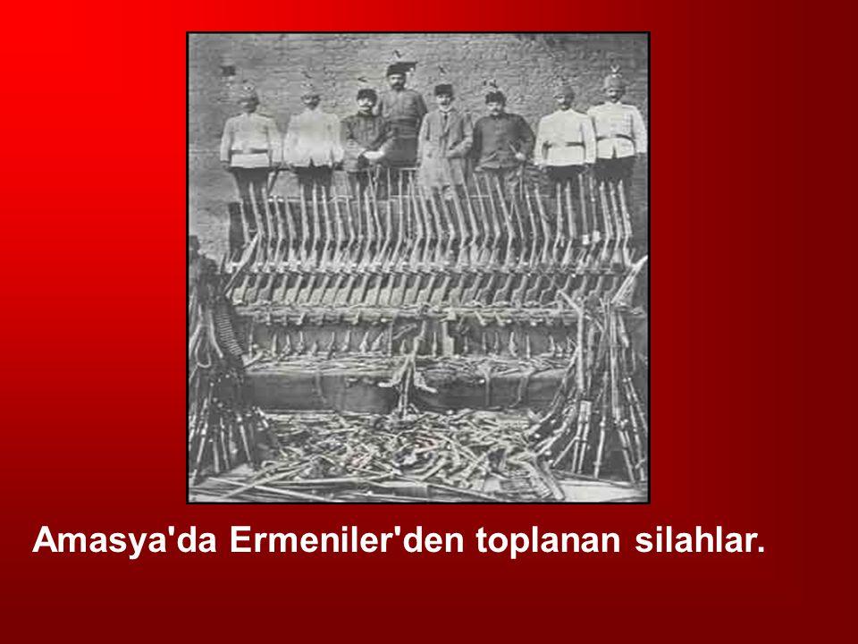 Amasya'da Ermeniler'den toplanan silahlar.