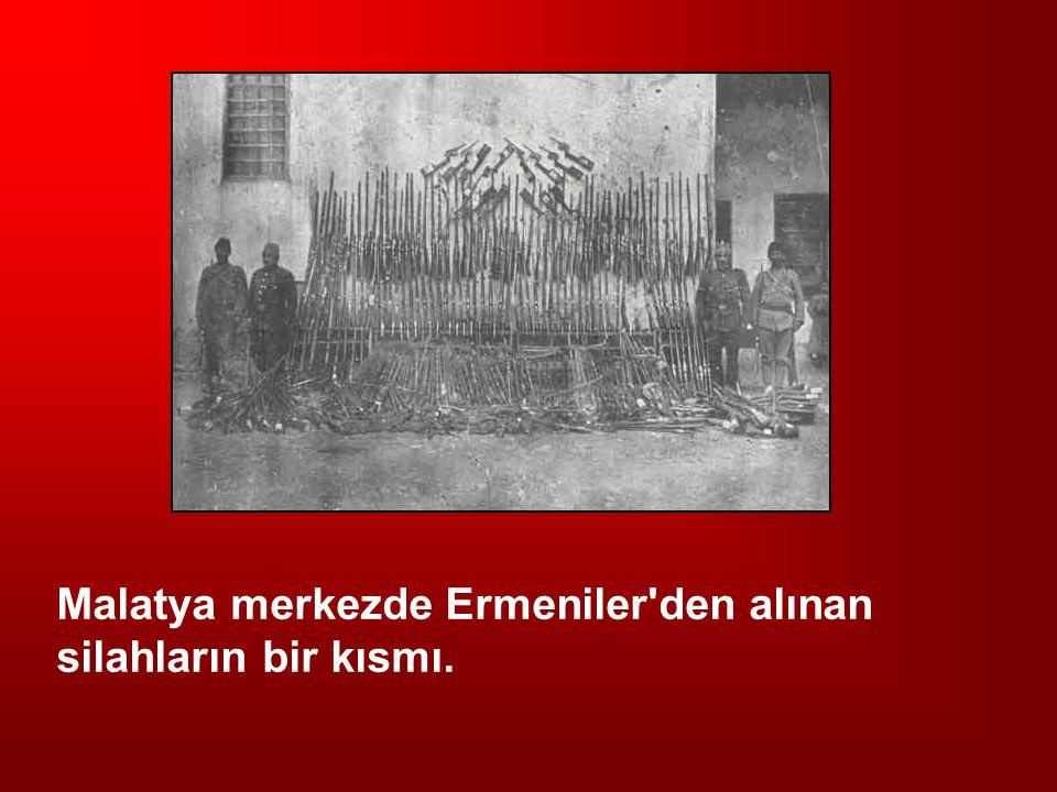 Malatya merkezde Ermeniler'den alınan silahların bir kısmı.