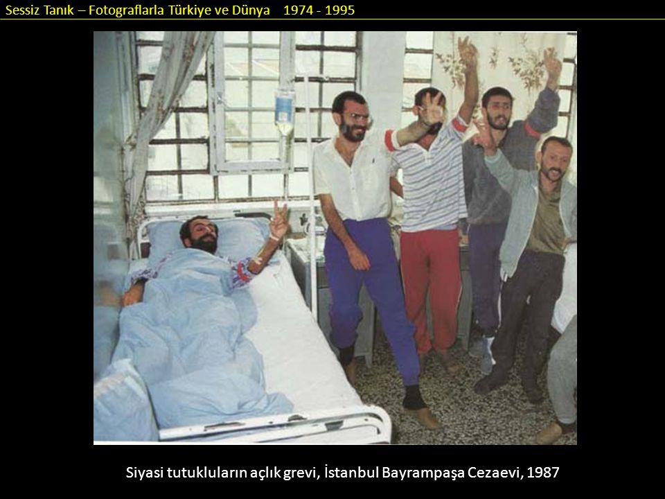 Sessiz Tanık – Fotograflarla Türkiye ve Dünya 1974 - 1995 Siyasi tutukluların açlık grevi, İstanbul Bayrampaşa Cezaevi, 1987
