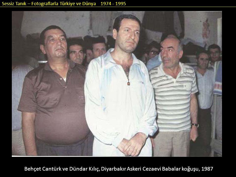 Sessiz Tanık – Fotograflarla Türkiye ve Dünya 1974 - 1995 Behçet Cantürk ve Dündar Kılıç, Diyarbakır Askeri Cezaevi Babalar koğuşu, 1987