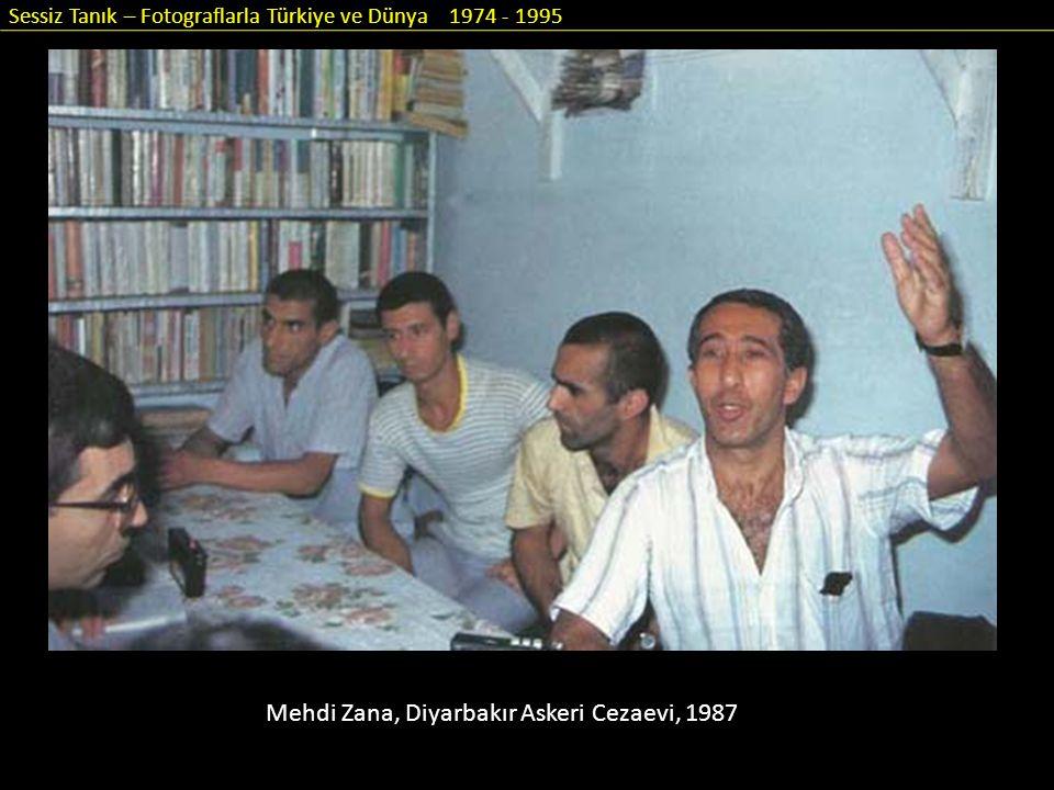 Sessiz Tanık – Fotograflarla Türkiye ve Dünya 1974 - 1995 Mehdi Zana, Diyarbakır Askeri Cezaevi, 1987