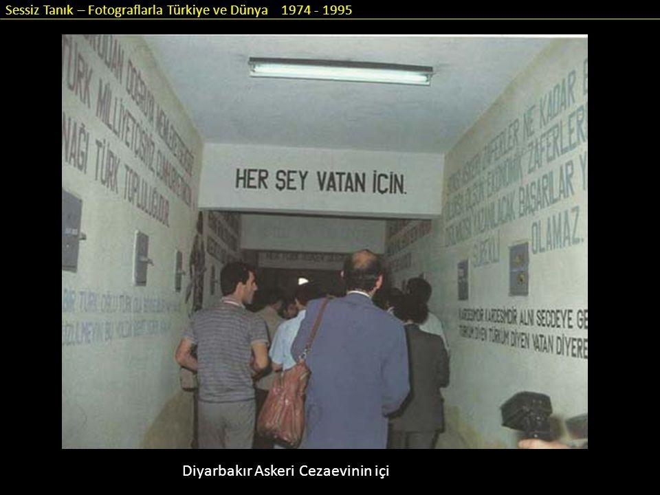 Sessiz Tanık – Fotograflarla Türkiye ve Dünya 1974 - 1995 Diyarbakır Askeri Cezaevinin içi