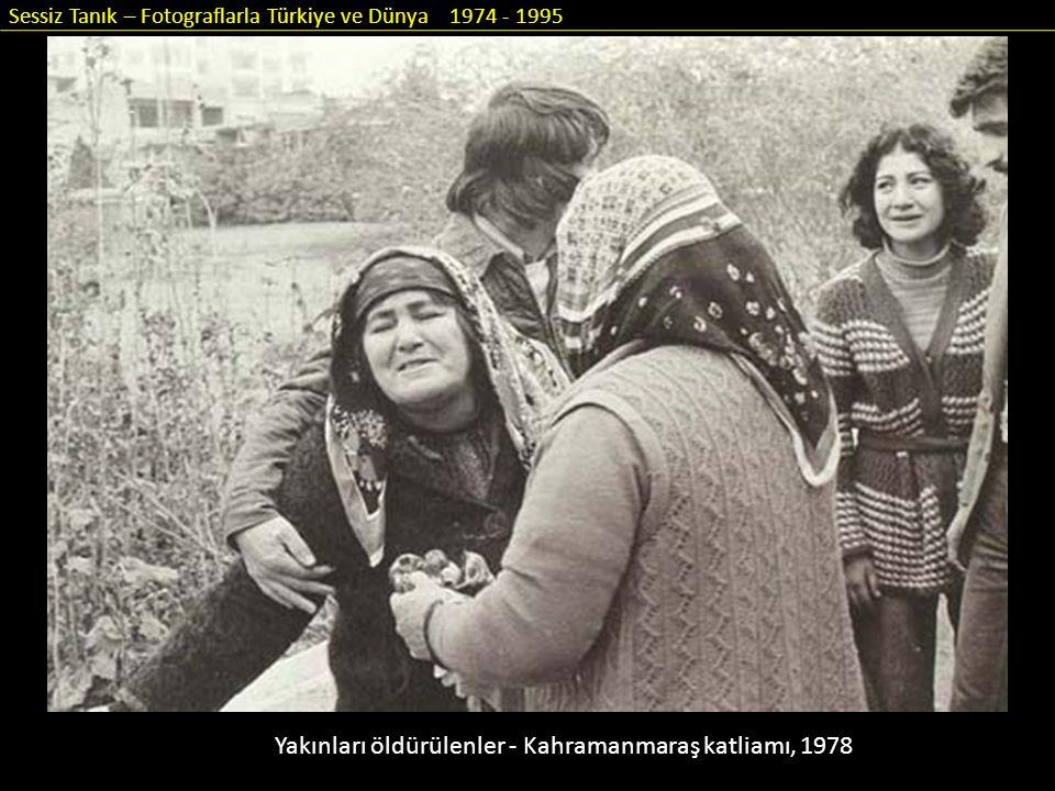 Sessiz Tanık – Fotograflarla Türkiye ve Dünya 1974 - 1995 Yakınları öldürülenler - Kahramanmaraş katliamı, 1978