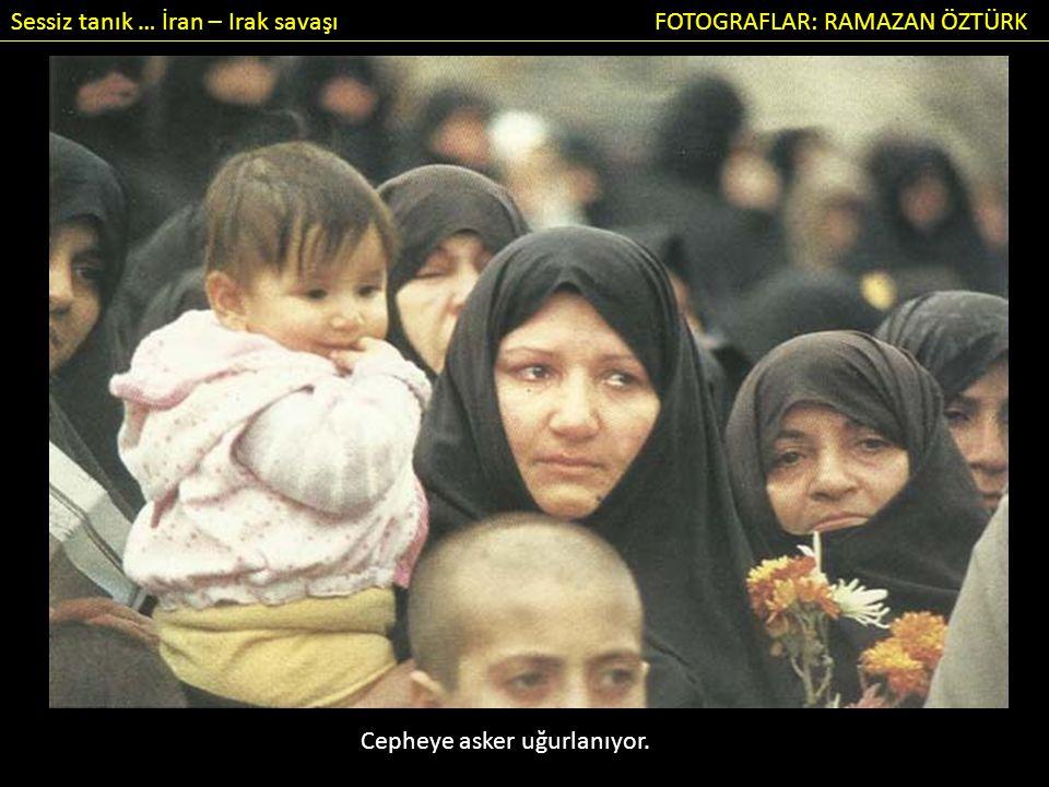 Sessiz tanık … İran – Irak savaşı FOTOGRAFLAR: RAMAZAN ÖZTÜRK Cepheye asker uğurlanıyor.
