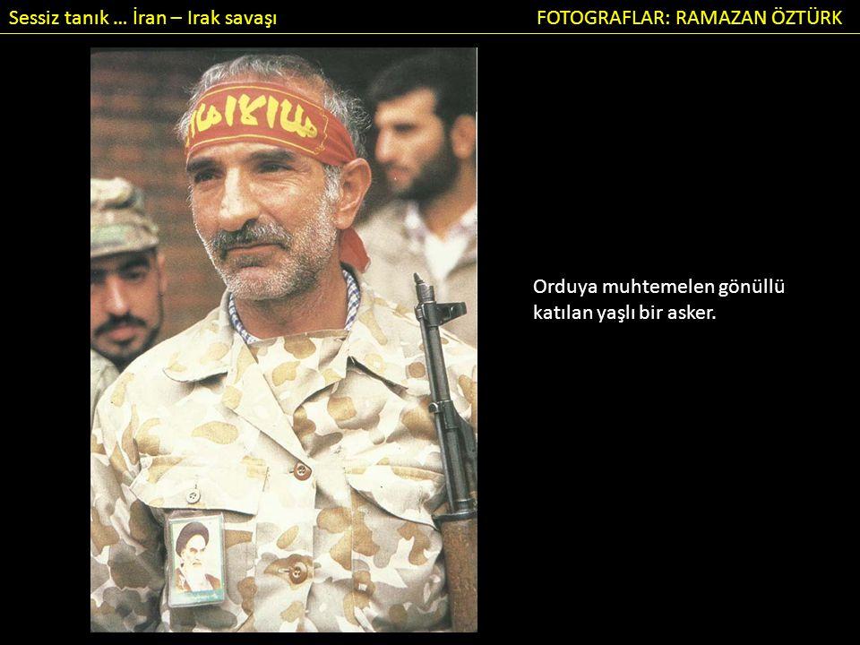 Sessiz tanık … İran – Irak savaşı FOTOGRAFLAR: RAMAZAN ÖZTÜRK Orduya muhtemelen gönüllü katılan yaşlı bir asker.
