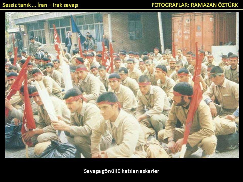 Sessiz tanık … İran – Irak savaşı FOTOGRAFLAR: RAMAZAN ÖZTÜRK Savaş gönüllüsü genç mollaların gösterisi