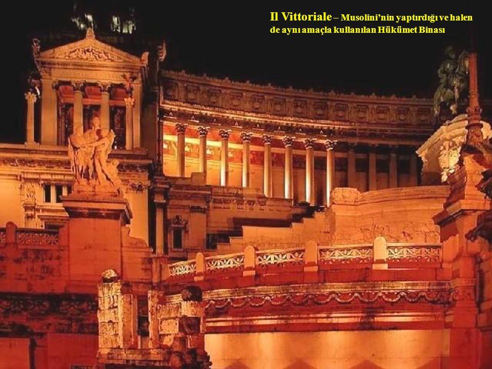 Piazza Navona – Roma'nın en güzel meydanlarından birisidir. MS 86 yılında İmparator Domitian'ın yaptırdığı stadyumun üzerine yapılandırılmıştır.