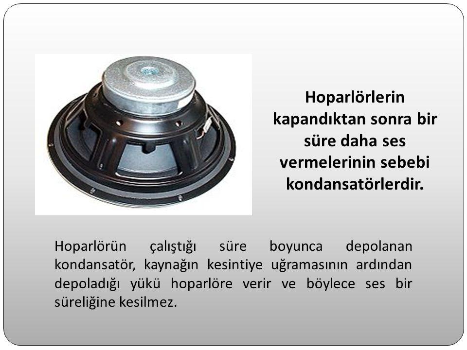 Hoparlörlerin kapandıktan sonra bir süre daha ses vermelerinin sebebi kondansatörlerdir. Hoparlörün çalıştığı süre boyunca depolanan kondansatör, kayn