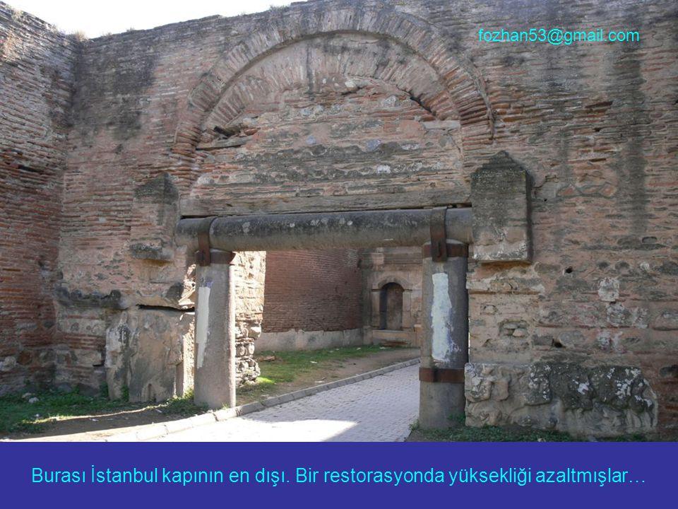 Burası İstanbul kapının en dışı. Bir restorasyonda yüksekliği azaltmışlar… fozhan53@gmail.com