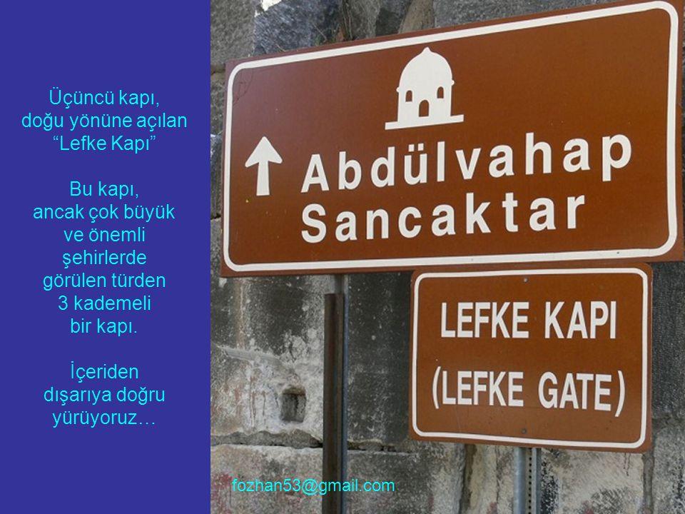 Üçüncü kapı, doğu yönüne açılan Lefke Kapı Bu kapı, ancak çok büyük ve önemli şehirlerde görülen türden 3 kademeli bir kapı.