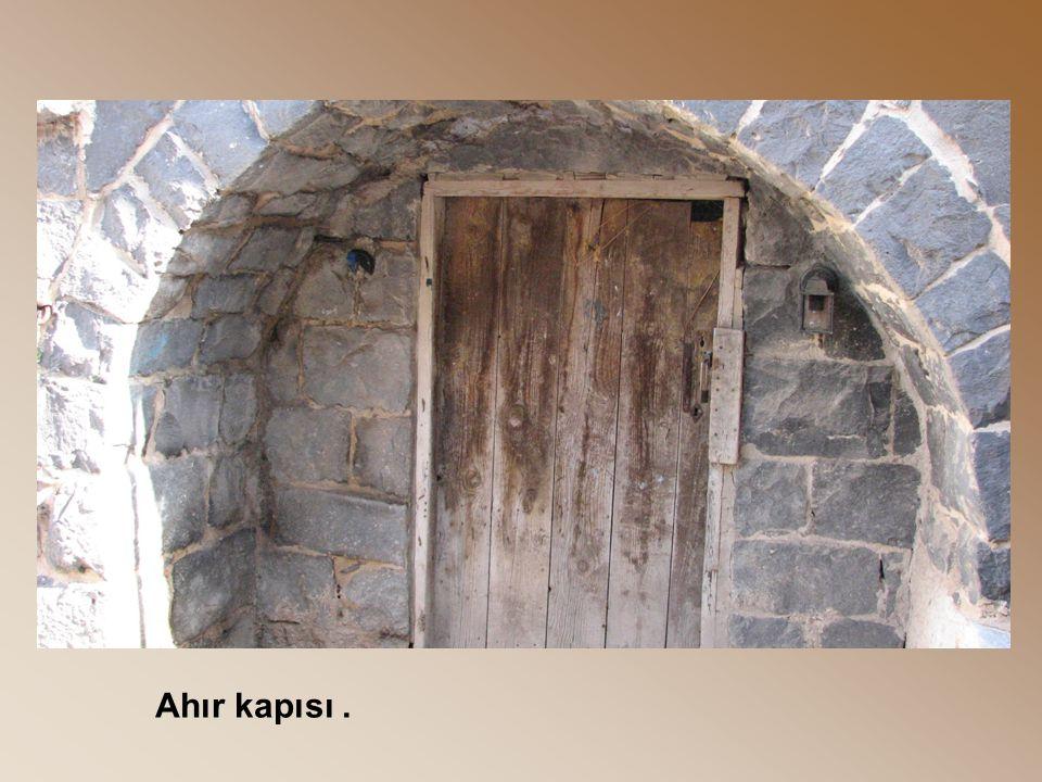 Ahır kapısı.