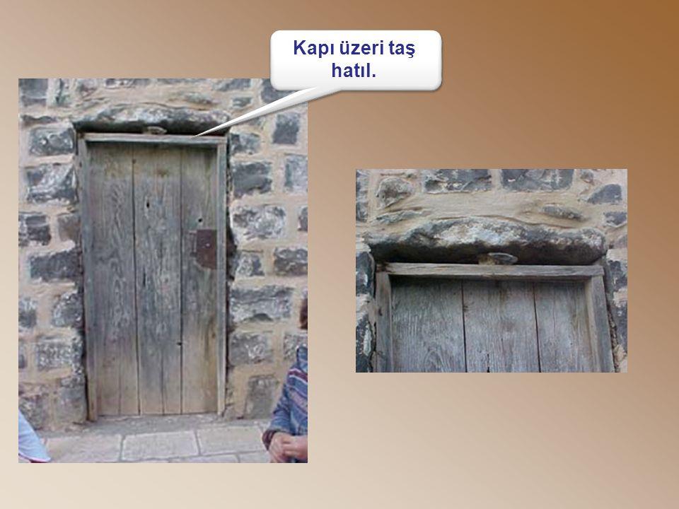 Kapı üzeri taş hatıl. Kapı üzeri taş hatıl.