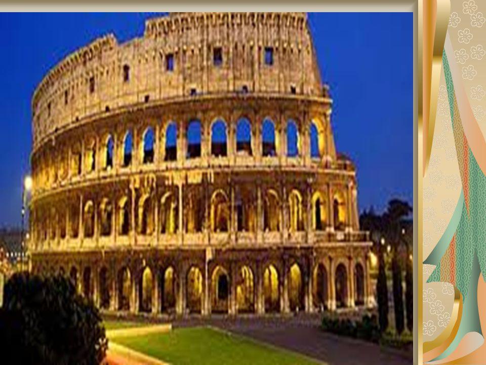 Meydanda, sarayın karşısında eski binaların yerine geçen Assicurazioni Generali (Sigorta şirketi) görülebilir.