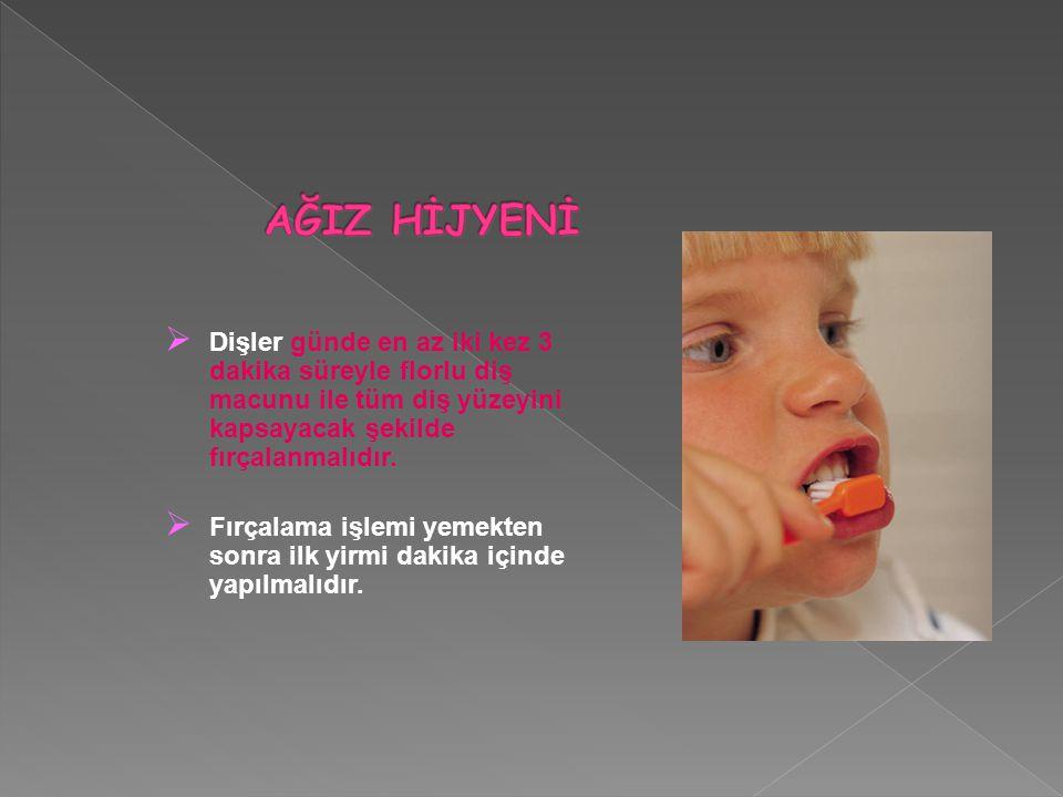  Dişler günde en az iki kez 3 dakika süreyle florlu diş macunu ile tüm diş yüzeyini kapsayacak şekilde fırçalanmalıdır.  Fırçalama işlemi yemekten s
