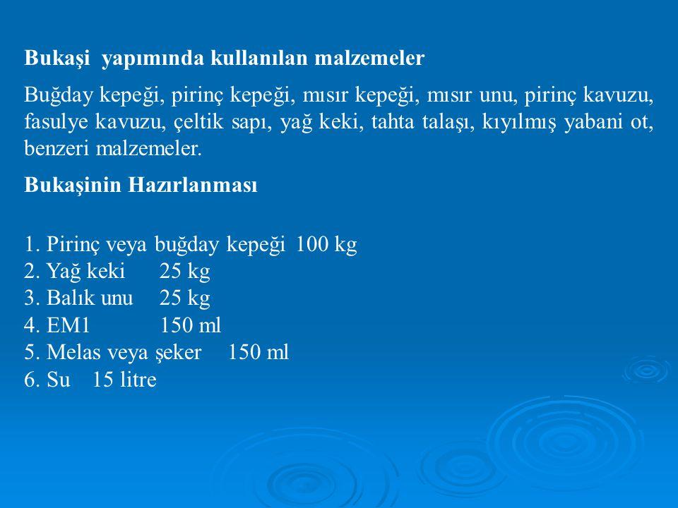 Bukaşi yapımında kullanılan malzemeler Buğday kepeği, pirinç kepeği, mısır kepeği, mısır unu, pirinç kavuzu, fasulye kavuzu, çeltik sapı, yağ keki, ta