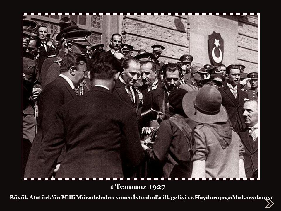 Haydarpaşa Garı, Kurtuluş Savaşı sonunda İstanbul'u terk etmek zorunda kalan işgal güçlerinden kurbanlar kesilerek teslim alınıyor zorunda kalan işgal güçlerinden kurbanlar kesilerek teslim alınıyor 1923