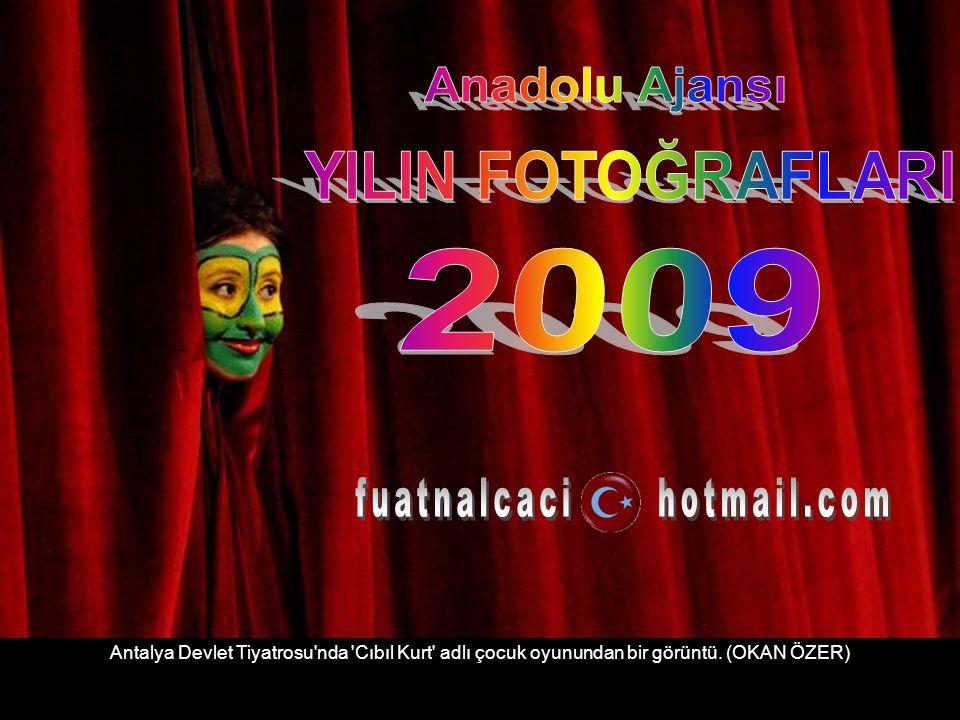 Antalya Devlet Tiyatrosu nda Cıbıl Kurt adlı çocuk oyunundan bir görüntü. (OKAN ÖZER)