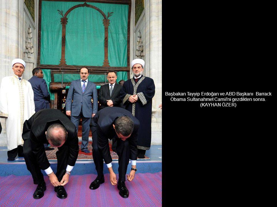 Antalya Devlet Tiyatrosu'nda 'Cıbıl Kurt' adlı çocuk oyunundan bir görüntü. (OKAN ÖZER)