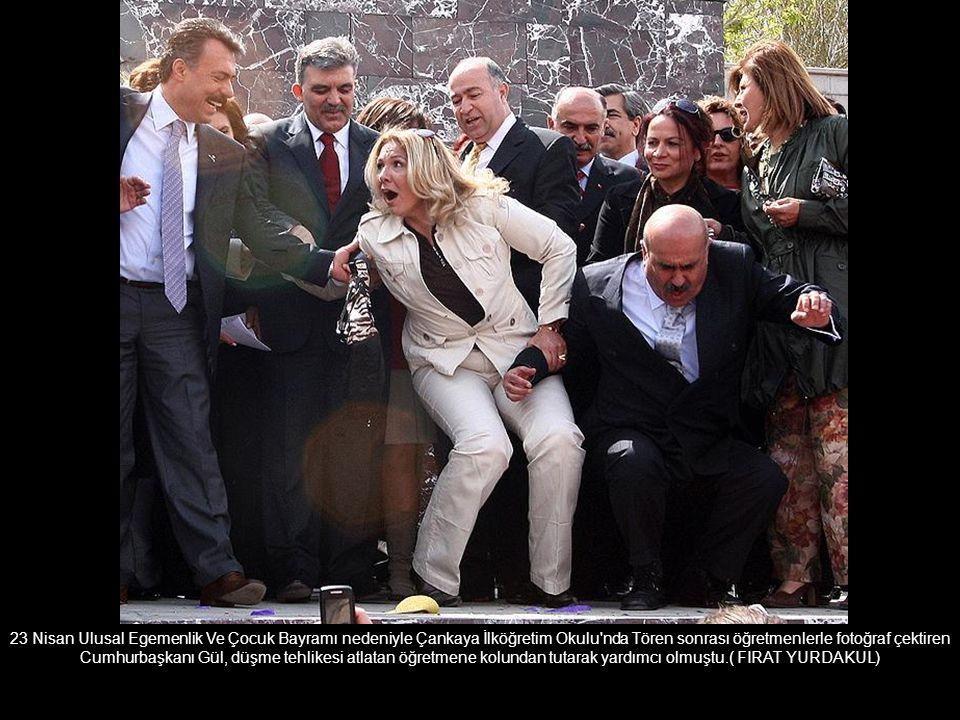 Troya oyununu Mısır da sergileyen Anadolu Ateşi Dans Grubunun kostümleri seyircilerin ilgisini çekmişti.