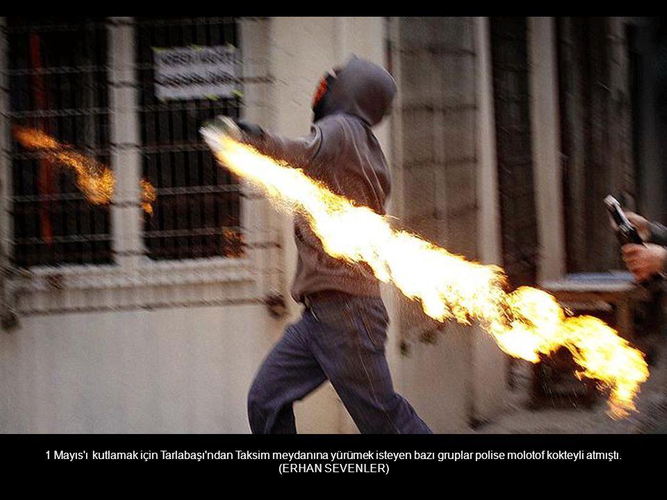 Bostancı'da bir eve yapılan baskında silahlı çatışma çıktı. Bir başkomiser ve çatışmayı izleyen bir genç yaşamını yitirdi. (ALPTEKİN İHKAN)