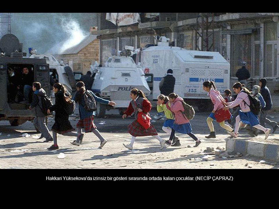 YÖK protestosu sırasında yaşanan bir görüntü. (SERTAÇ BULUR)