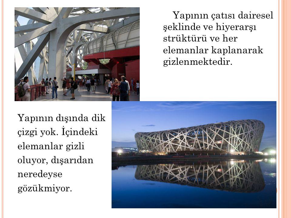 Yapının çatısı dairesel şeklinde ve hiyerarşı strüktürü ve her elemanlar kaplanarak gizlenmektedir.