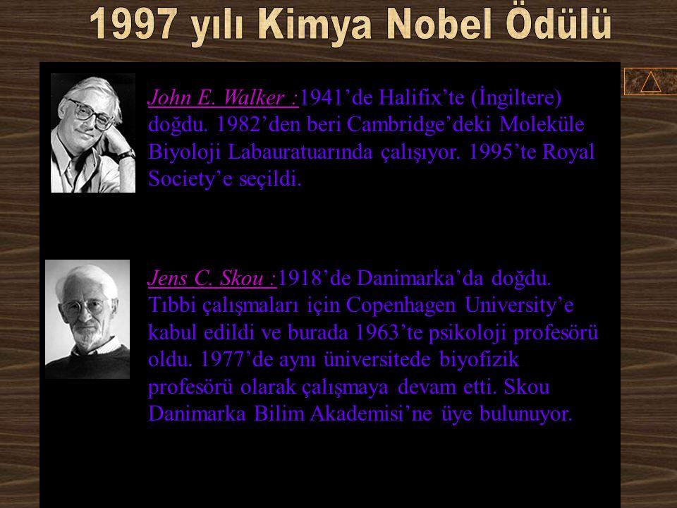 Paul D. Boyer :1918'de Utah'ta (ABD) doğdu (Amerikan vatandaşı). 1943'te biokimyager oldu. 1963'ten 1989'a kadar California Üniversitesi(University of