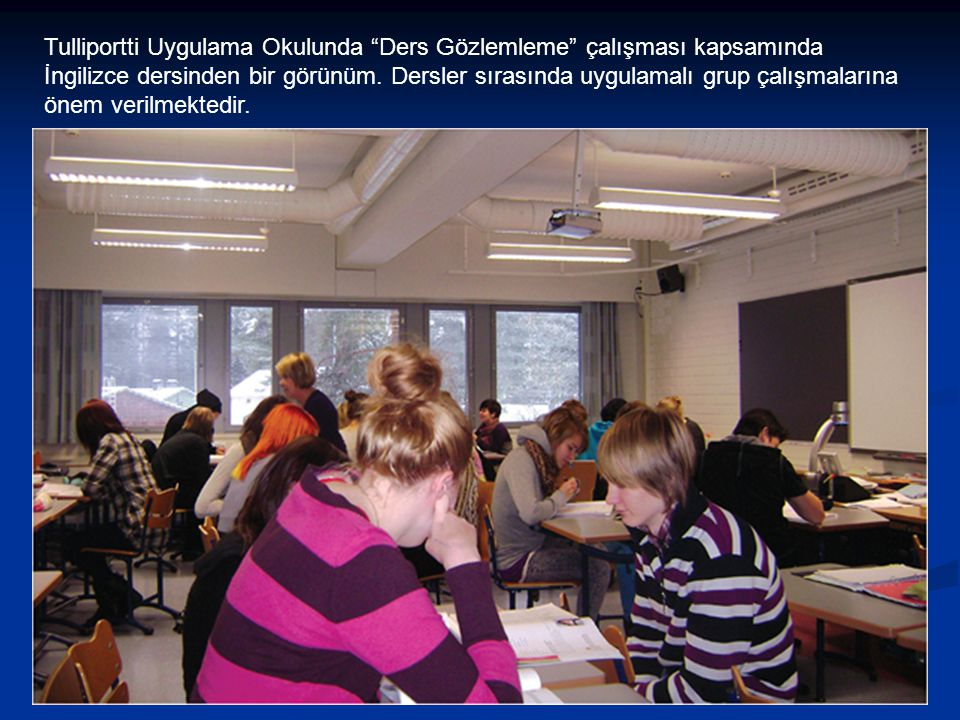"""Tulliportti Uygulama Okulunda """"Ders Gözlemleme"""" çalışması kapsamında İngilizce dersinden bir görünüm. Dersler sırasında uygulamalı grup çalışmalarına"""