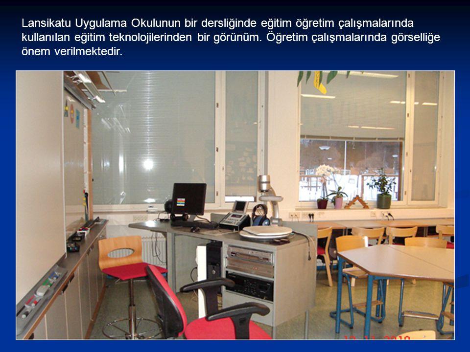 Lansikatu Uygulama Okulunun bir dersliğinde eğitim öğretim çalışmalarında kullanılan eğitim teknolojilerinden bir görünüm. Öğretim çalışmalarında görs