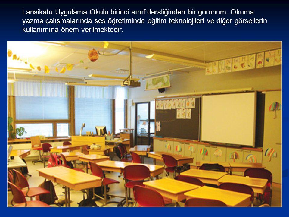 Lansikatu Uygulama Okulu birinci sınıf dersliğinden bir görünüm. Okuma yazma çalışmalarında ses öğretiminde eğitim teknolojileri ve diğer görsellerin