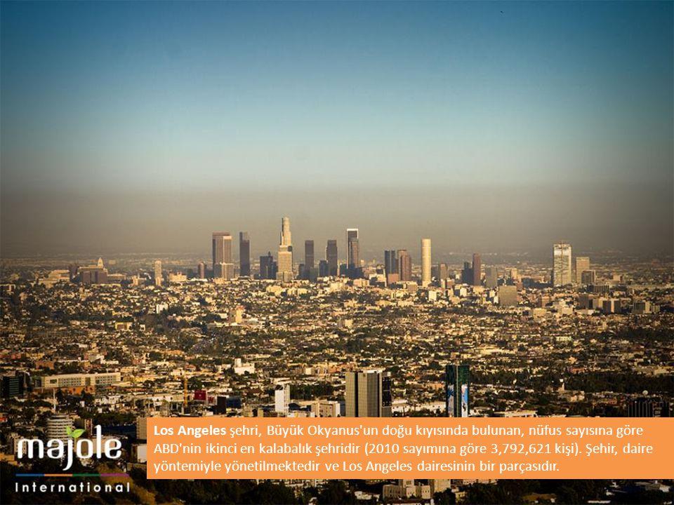 Los Angeles şehri, Büyük Okyanus'un doğu kıyısında bulunan, nüfus sayısına göre ABD'nin ikinci en kalabalık şehridir (2010 sayımına göre 3,792,621 kiş