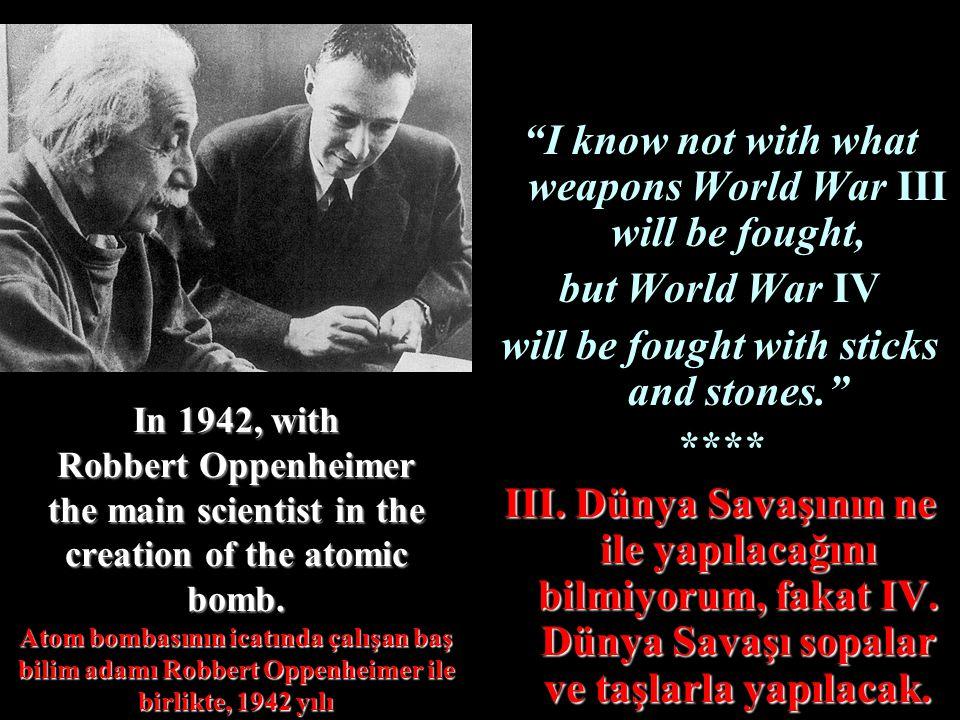In 1942, with Robbert Oppenheimer the main scientist in the creation of the atomic bomb. Atom bombasının icatında çalışan baş bilim adamı Robbert Oppe